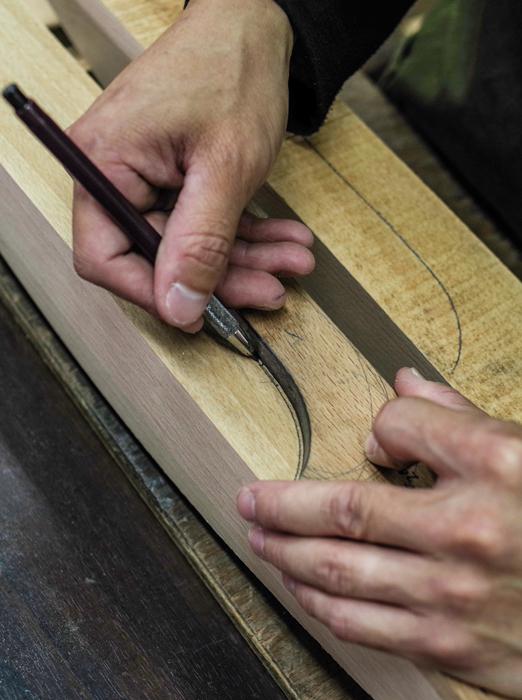 ナカタハンガー(中田工芸)職人のブナ材に手書き